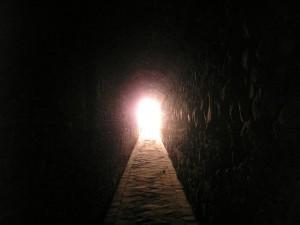 Túnel o puerta abierta mundo